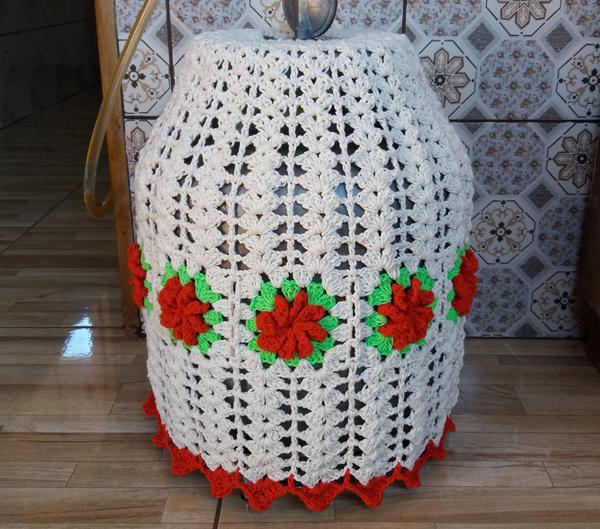 capa de bojão de crochê vermelha