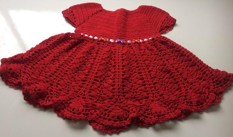 vestido de crochê infantil com pedrarias