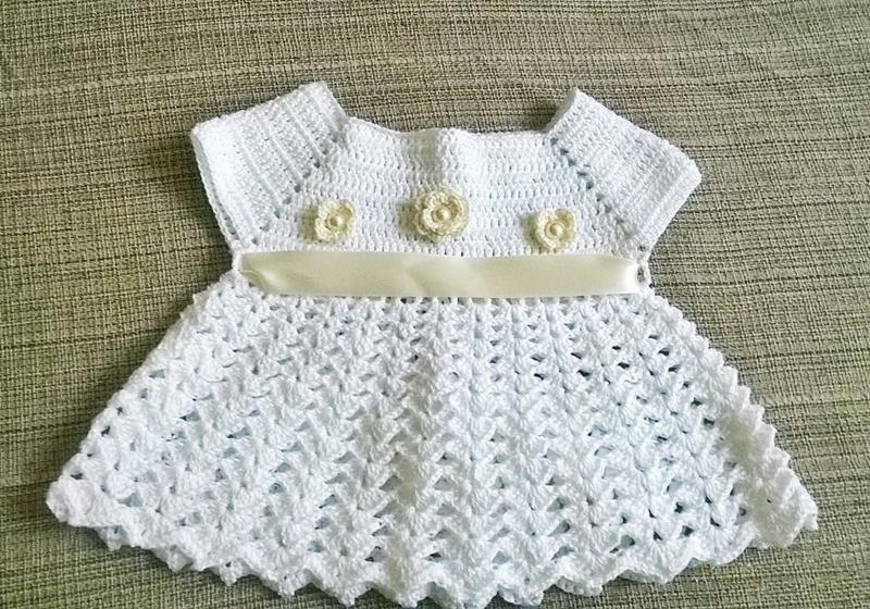 vestido de crochê infantil com flor