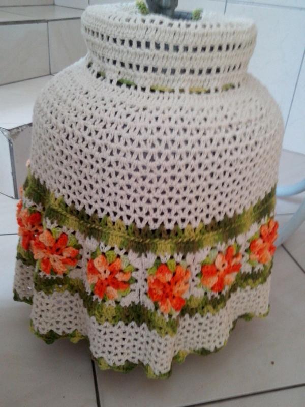 capa de bojão de crochê com flor