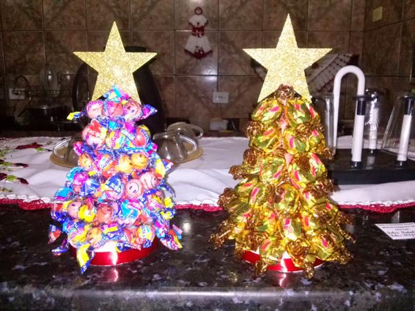 arvore de natal com balas com estrela