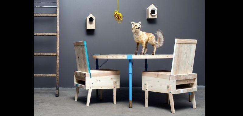 mesa com madeira comum