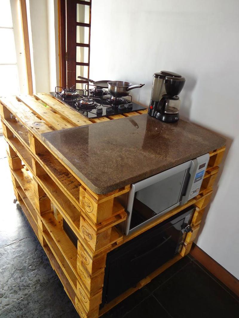 mesa com madeira de pallets
