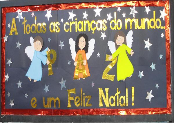 painel escolar de Natal com anjo