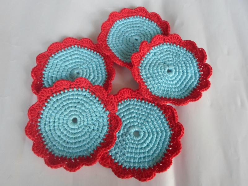 porta copo em crochê com duas cores