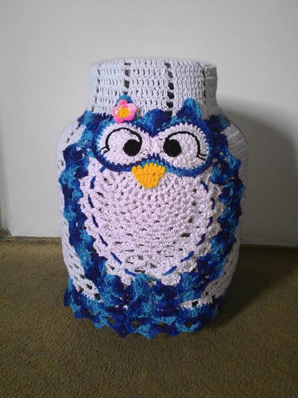 capa de bojão de crochê azul
