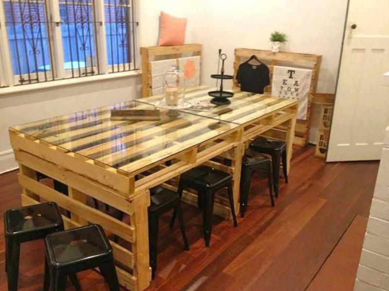 mesa com madeira para jantar