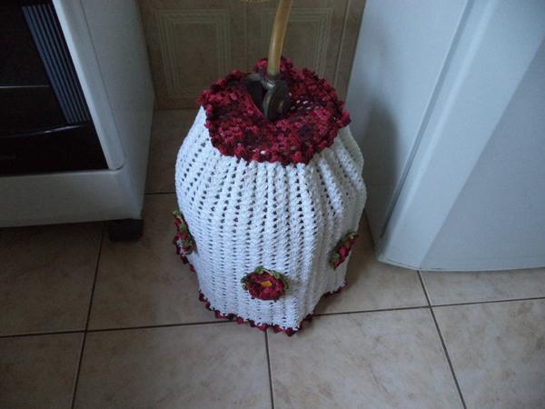 capa de bojão de crochê vinho