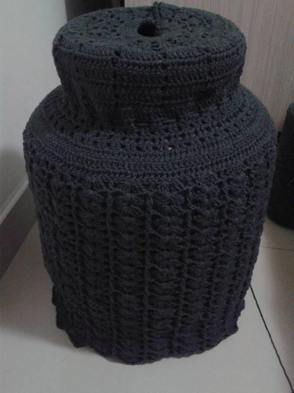 capa de bojão de crochê preta