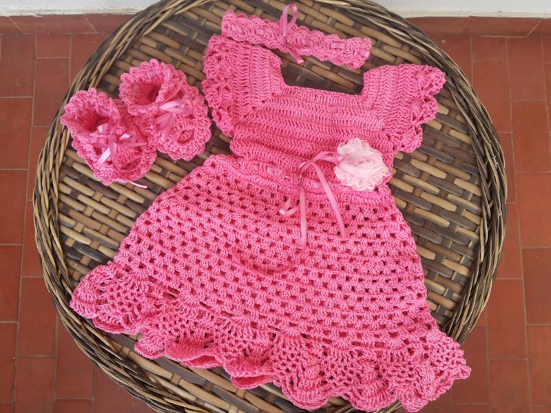 vestido de crochê infantil com sapatinho