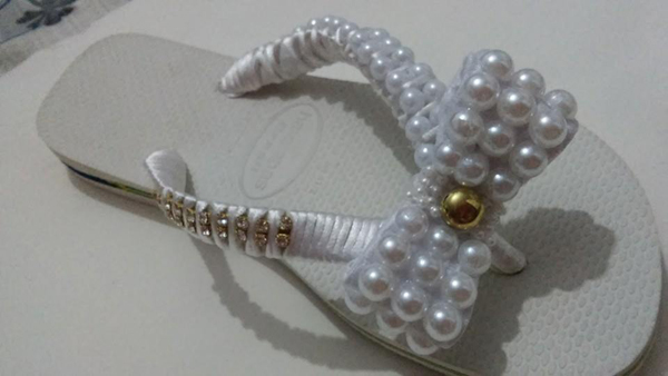 chinelos decorados com fita