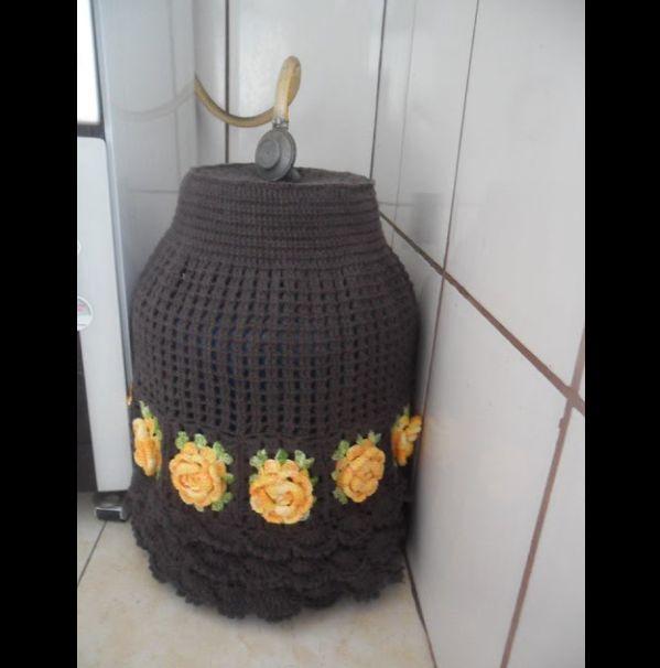 capa de bojão de crochê marrom