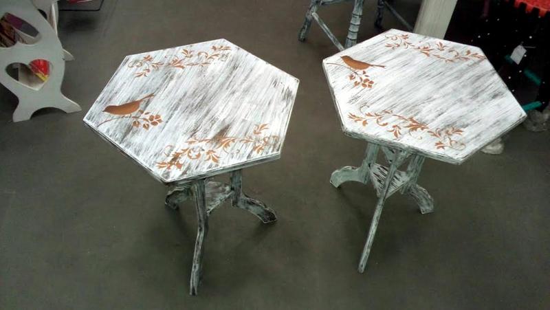mesa com madeira pintada