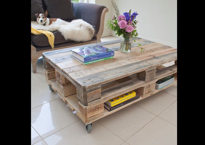 mesa com madeira com rodizios