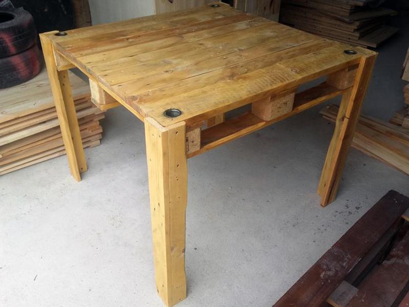 mesa com madeira pequena