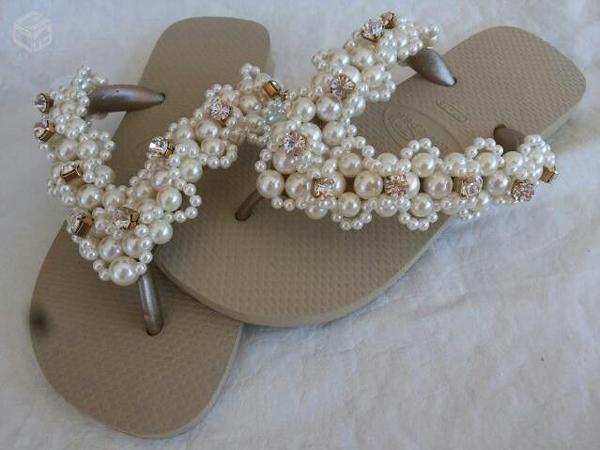 chinelos decorados com flores
