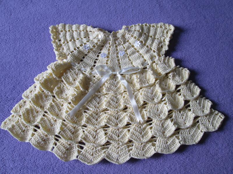 vestido de crochê infantil com escamas