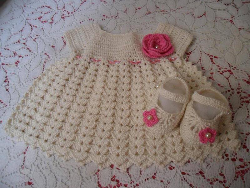 vestido de crochê infantil com cordão