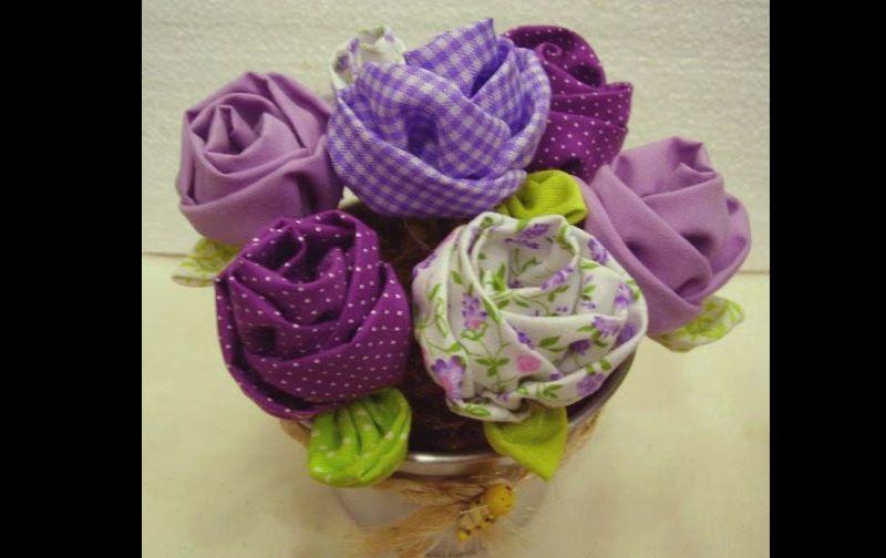 flor com tecido xadrez
