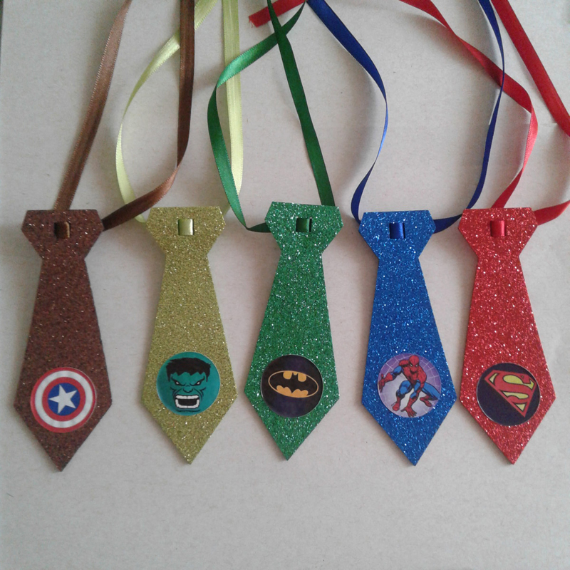 gravata em EVA super heroi