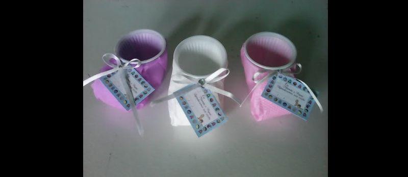sapatinho de copo descartável lilas