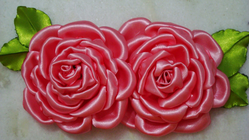 flor com tecido de cetim