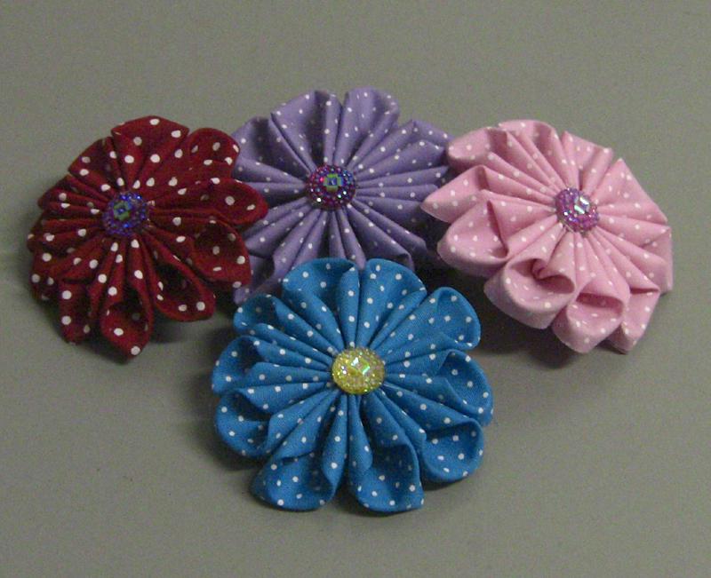 flor com tecido colorida