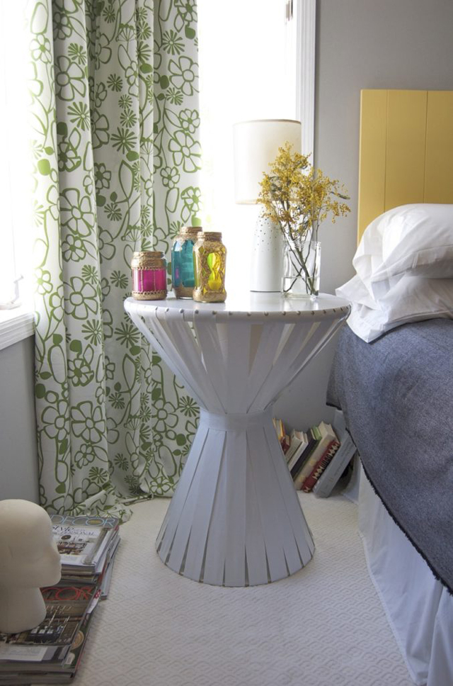 mesa com papelão de canto