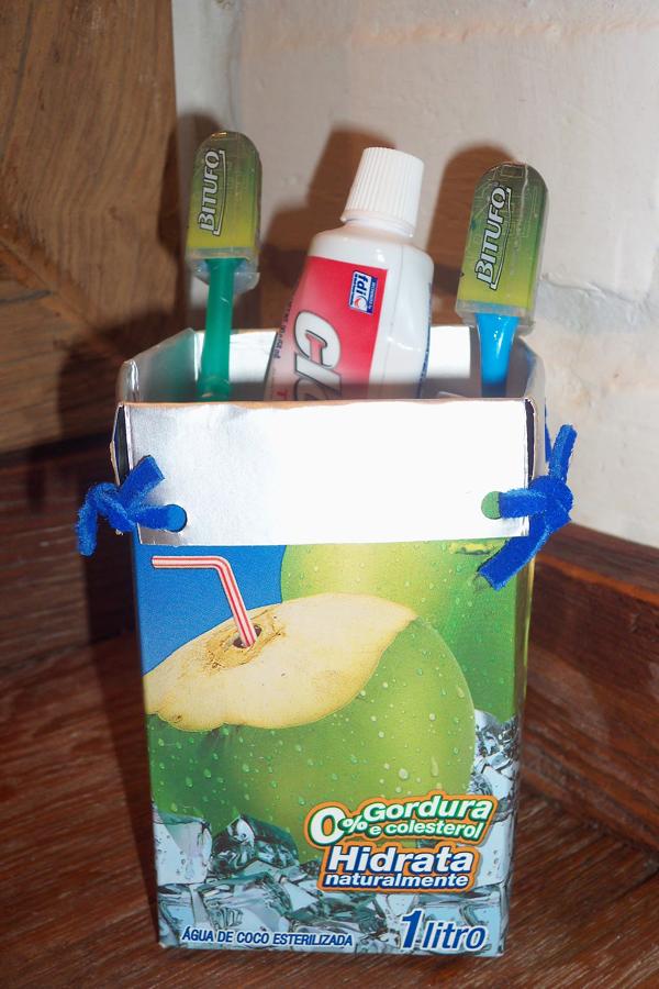 porta escova de dente comum