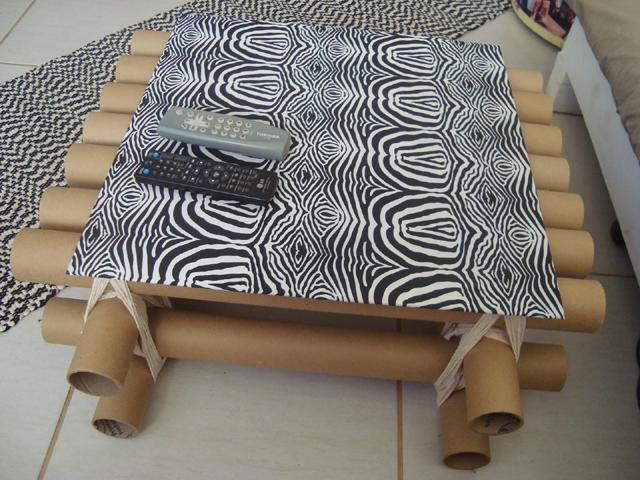 mesa com papelão centro