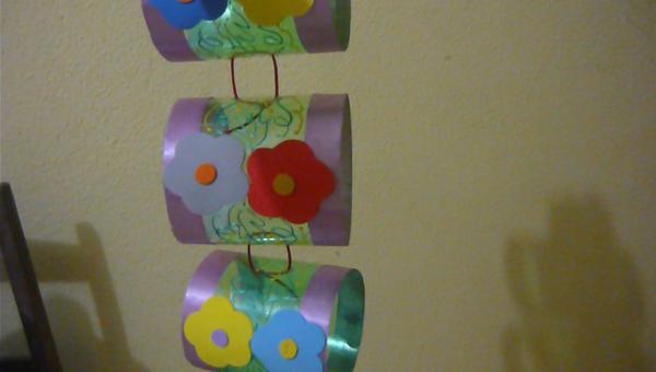 porta papel higiênico de garrafa pet com flores