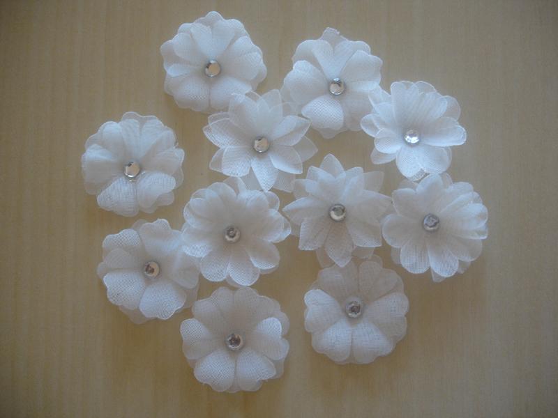 flor com tecido branca