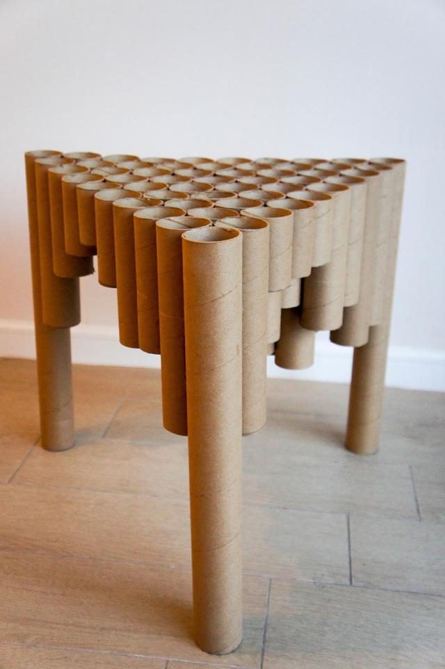 mesa com papelão estilizada