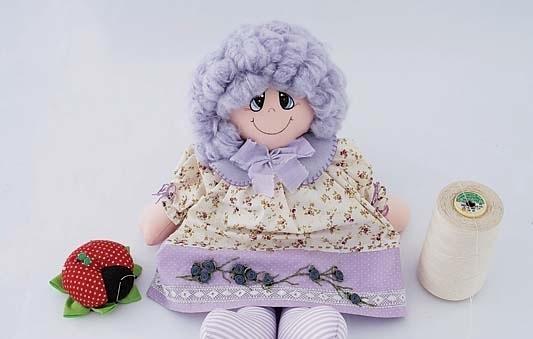 boneca de tecido roxa