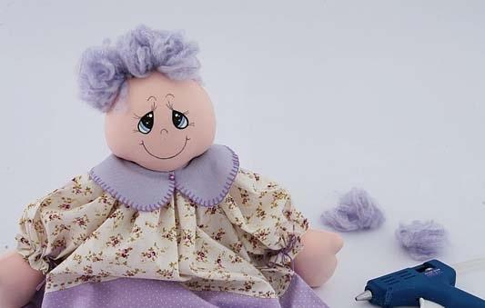 boneca de tecido com lã
