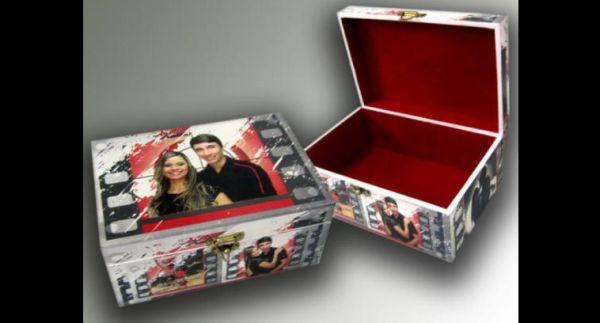 caixa  decorada com fotos  e veludo