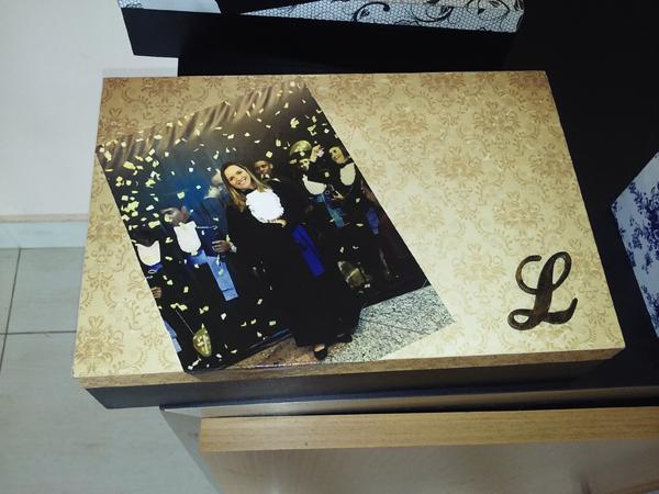 caixa  decorada com fotos com monograma