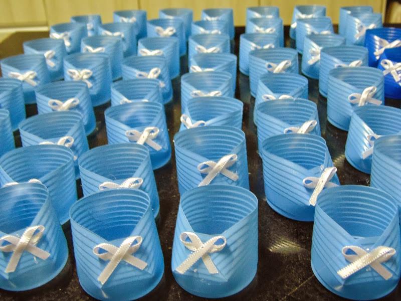 sapatinho de copo descartável azul