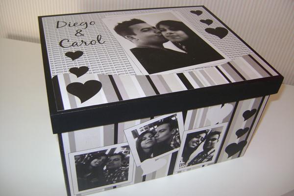 caixa  decorada com fotos com coração