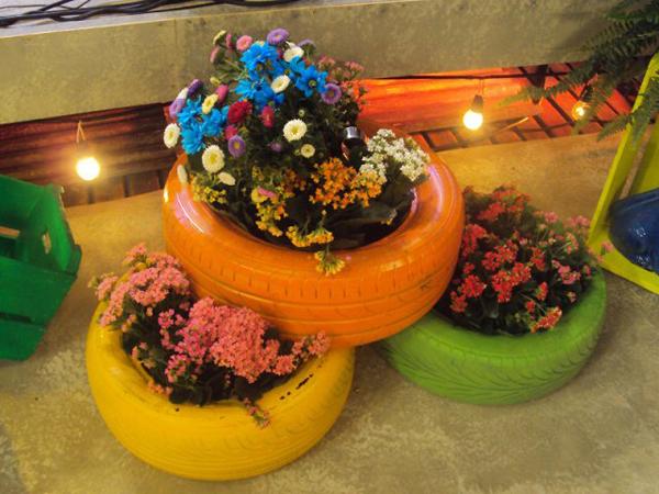 pneus pintados para jardim com luz