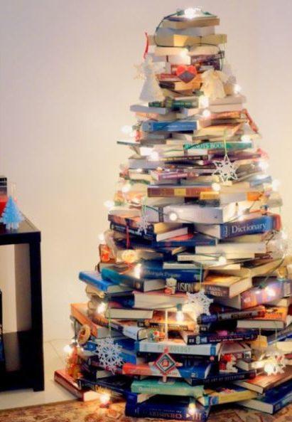 árvore natalina de livros