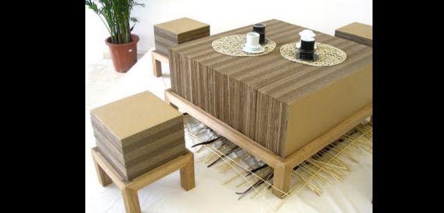 mesa com papelão de centro