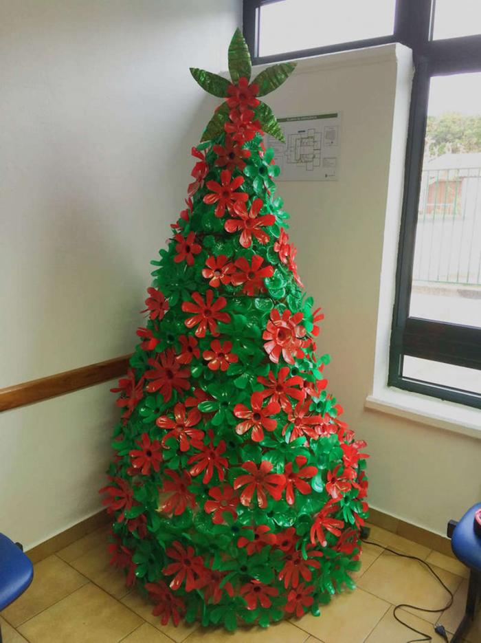 árvore natalina de pet colorida