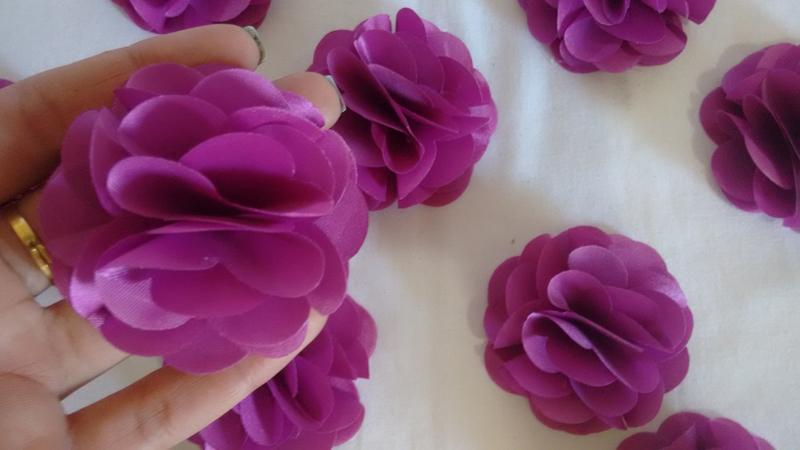 flor com tecido roxa