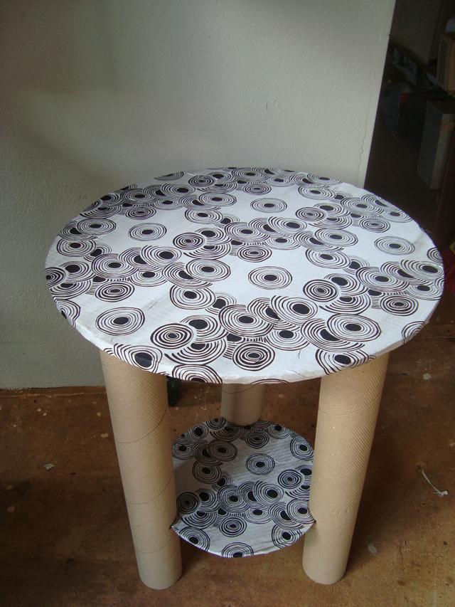 mesa com papelão divisórias