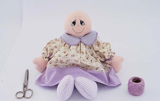 boneca de tecido com roupa