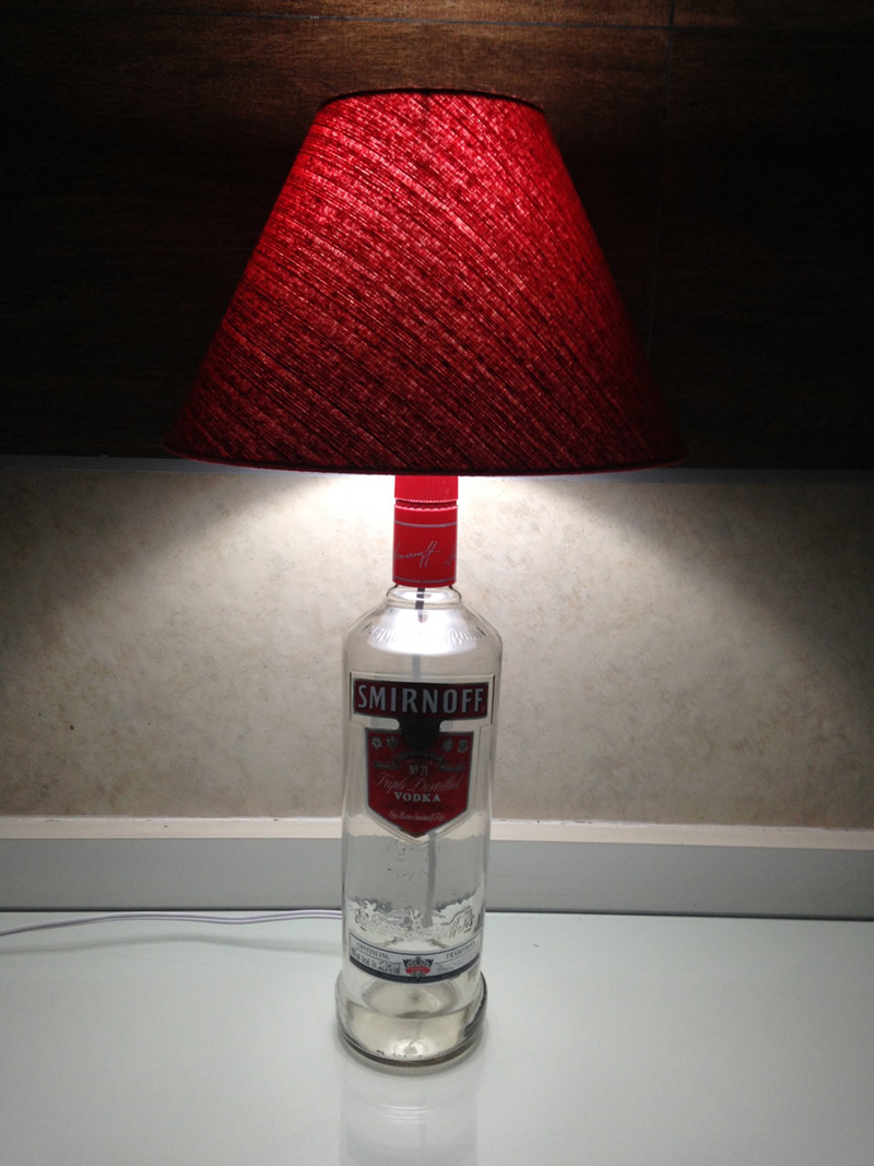 luminaria de garrafa de vidro smirnoff