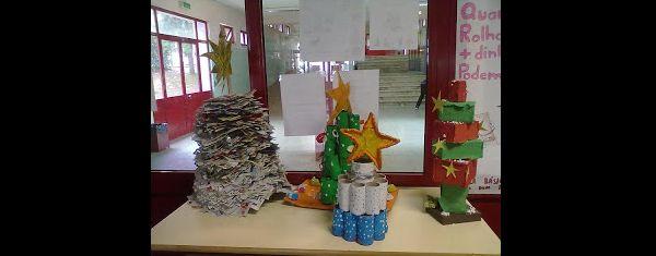arvore natalina com material reciclado