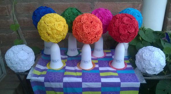 topiaria de papel crepom coloridas