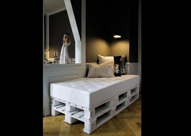 sofá de pallet com espuma branco